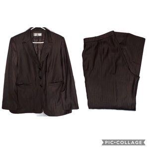 Travis Ayers pant suit size 18